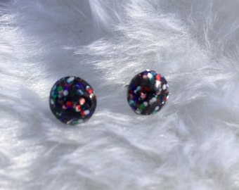 Small stud resin earring