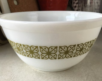 Pyrex autumn floral (verde) aka square flowers 402 mixing bowl