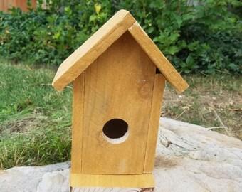 Simple Cedar Picket Birdhouse