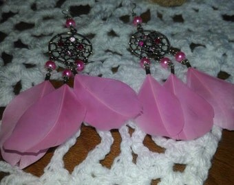 Earrings pearls and pink feathers