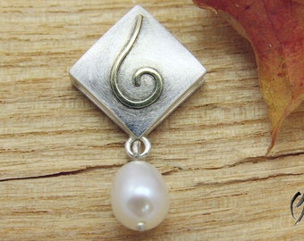 Pendant in Silver 925 / - with gold scrolls and Freshwater Pearl