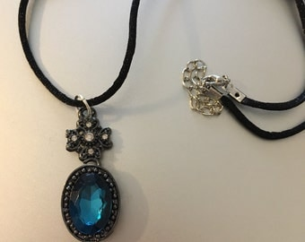 Crystal blue pendent necklace