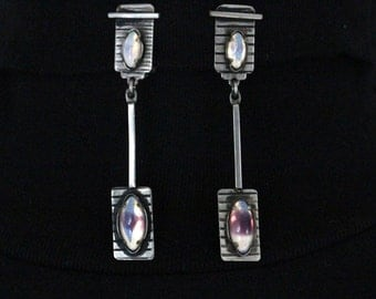 Cliff Art Deco silver plated earrings with polished drop-shaped white/purple Amethists toes-* free shipping *