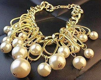 VINTAGE Simulated huge Pearl BIB Necklace on Large link gold tone chain