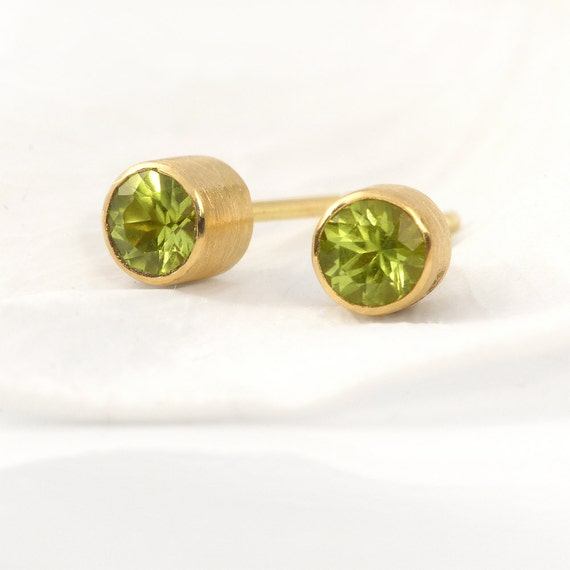 18k Gold Peridot Stud Earrings