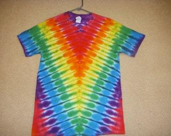 M tie dye tshirt, rainbow V design, medium