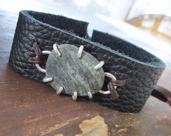 Mens Adjustable CUFF Bracelet Silver Gray Beach Stone Rough Black Leather Bracelet