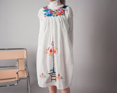 somerville 70s mexican oaxacan hippie dress / embroidered sun dress / ethnic dress / s / 1618d