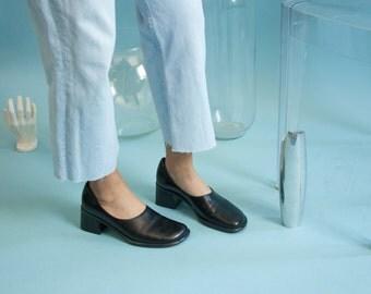 black leather booties / simple black shoes / black pumps / 8 M / 759s / B3