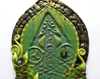 Green Dew drop Celtic Fairy Door, Shamrock Pixie Portal, Leprechaun Door, St Patricks Day Holiday Decor