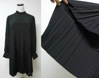 Saks Fifth Avenue . babydoll . 60s 70s electric pleats . black dress . fits like medium to large . made in USA