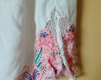 Vtg Bali Lace Skirt || white and pink blossoms