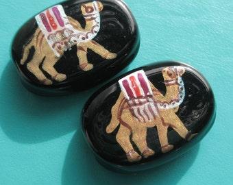 Camel handpainted onto glass bead x 1