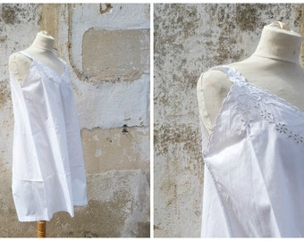 Vintage 1910 /1920 Edwardian white cotton adorned with  handmade embroiderys underdress  size S/M