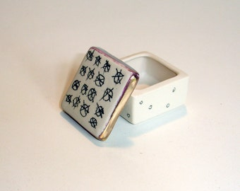 tiny porcelain box with underglaze pencil pattern and 22k bright gold luster