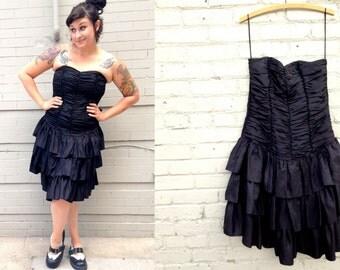 1980's Little Black Dress // Bow & Ruffles // 80's Party  // Plus Size // XL // Size 10 - 12 // Sweetheart Bodice // 80s Prom // 80s dance