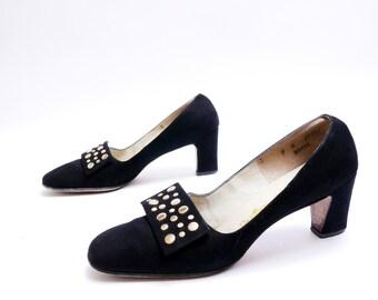 Size 9N// Vintage Black Suede Pumps / Golden Studs  // Black Suede Shoes // 97