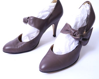 Vintage Gray Pumps Knotted Leather Mary Jane Heels 8 // 96