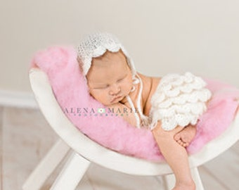 Ruffle Bottom Shorts and Hat set, Newborn Photo Props, Baby Girl Bonnet,  Choose color and size