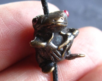 Bronze Frog bead with Garnet eyes - 1mm hole