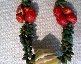 Old Sea Shell Necklace painted shells in Christmas Colors 30s 40s import, Island Wear