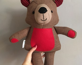 Decorative teddy bear doll in red./ Peluche décorative ourson en rouge