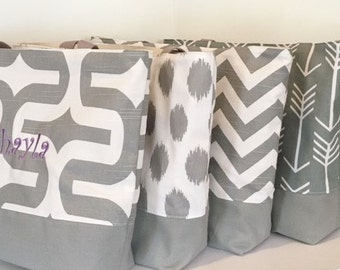 Set of 4 Beach Bags Bridesmaid Totes . Gray and White Multi . teacher's tote bridesmaid gifts . Monogramming AVAILABLE
