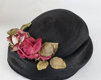 Vintage 1950s Hat Black Straw Oval Beret with Flowers by Belaire of CA Sz 20
