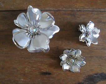 50s Silvertone Floral Parure Set, Brooch and Clip Earrings