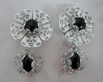 vintage light weight silver tone aluminum filigree flower dangle clip on earrings - j6230