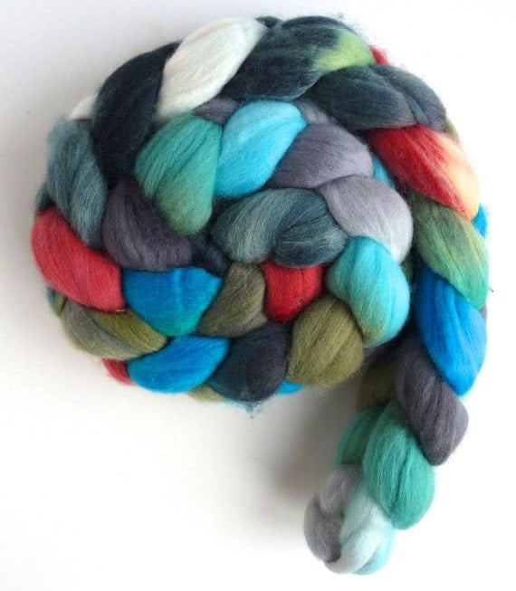 Rambouillet Wool Roving - Hand Painted Spinning or Felting Fiber, Birds in the Holly