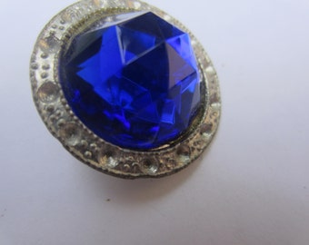 Vintage Button -1  beautiful, glass  sapphire rhinestone stone, hammered edge antique finish  silver metal (lot cot 122)