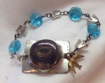 Resin covered nest bracelet for women