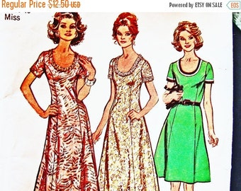 Sewing Pattern SALE 1970s Maxi Dress Pattern Misses Size 18 Bust 40 Scoop Neckline Princess Seam Maxi or Mini Dress Vintage Sewing Pattern