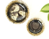 Pair of two.One large and one small resin salt and pepper spice pinch trinket dish bowls in black and gold glitter.