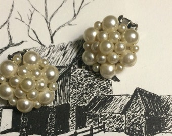 Vintage  Cluster Silver tone Pearl Clip on earrings Wedding Bridal