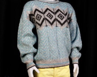 Vintage 1960 scandinavian wool sweater made by Tundra size medium made in Canada shipping included within Canada and U.S.A
