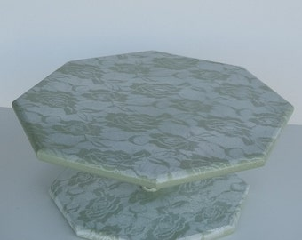 Lacey Green Lazy Susan with Open Spindle