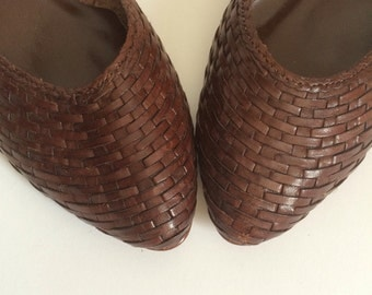Vintage 80s Brown Woven Flats by East Fifth Size 7.5 or 8 // 1980s shoes 7 1/2 leather stacked wood heel