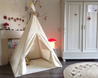 Plain Teepee with feather topper (no flags)