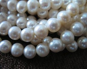 7-8 mm,, ROUND WHITE Pearls, 25 pcs, 1/2 Strand Freshwater LOOSE Pearl, Cultured, round off round, brides bridal june birthstone rw 788 solo