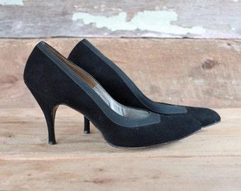1960s shoes / 1960s stilettos / 1960s black leather heels / size 7