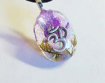 Om Symbol Real Flower Moss Necklace Charm Spiritual  Energy Ohm   Resin Pendant Nature Blue Green White Blue Earth  Bohemian Jewelry Glitter