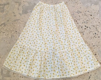 "1970s Vintage Skirt - Yellow Floral Eyelet Fabric - Ruffle Hem - Sweet Innocent - Country Style - Spring Summer Skirt - Homesewn - 26"" Waist"