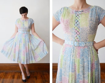 1950s Pastel Floral Dress with Lattice Bodice - M