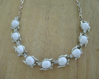 VINTAGE COSTUME JEWELRY  / Thermoset necklace with rhinestones