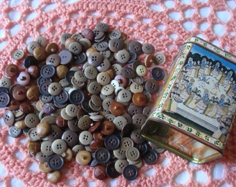 Farmhouse Find ~ Tin Full of Vintage Buttons ~ Leather ~ Work ~ Vegetable Ivory