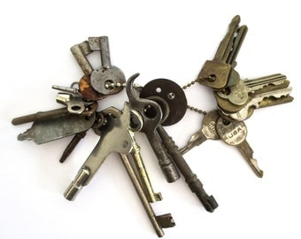 15 vintage keys Mixed keys Key collection Old odd keys Old Sewing machine key Brass tag Unique keys Skeleton keys Old ball chain Bit key  #2