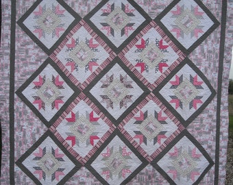 Starflowers Quilt Pattern in two sizes PDF version