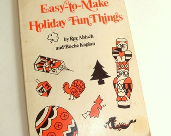 Vintage Craft Book, Easy To Make Holiday Fun Things, 1973, Black Cat, Santa Pinata, Totem Pole, Snack Tray, Christmas Gift Wrap  (182-16)